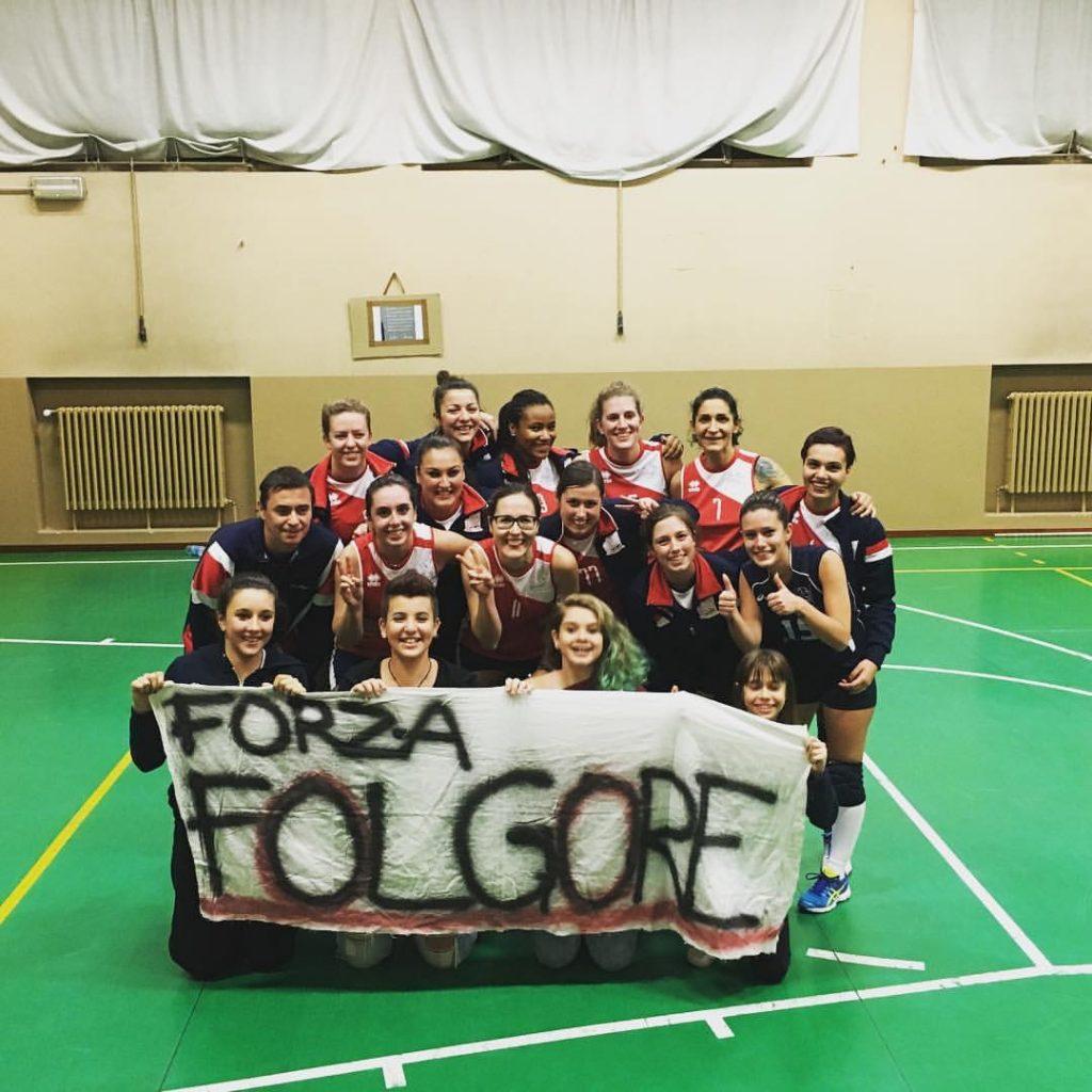 La squadra dopo la vittoria con le ragazze dell' Under 14 !